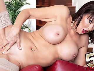 Xbabe big ass big tits brunette